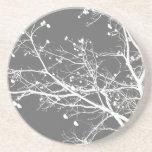 Ramas de árbol grises y blancas del invierno posavasos personalizados
