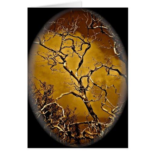 Ramas de árbol místicas en la ilustración antigua felicitación