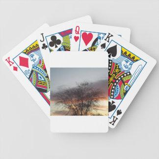 Ramas desnudas en la puesta del sol cartas de juego