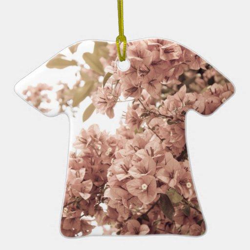 Ramas florales adorno navideño de cerámica en forma de playera