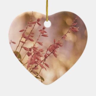 Ramas florales en colores pastel suaves ornamento de navidad