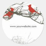 Ramas y pájaro rojo del canto pegatinas redondas