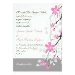 Ramifique con los flores rosados que casan invitación 12,7 x 17,8 cm