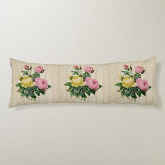 Ramo antiguo rosado floral retro hermoso de la almohada