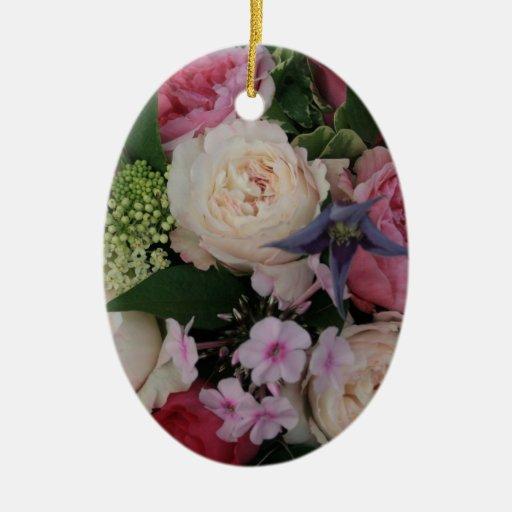 Ramo color de rosa adorno ovalado de cerámica