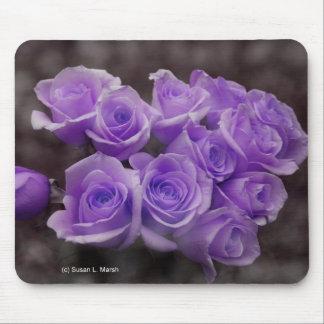 Ramo color de rosa púrpura tapetes de raton
