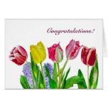 Ramo con los tulipanes amarillos y rosados tarjetón