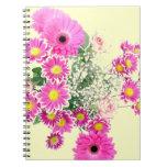 Ramo de flores rosadas libretas