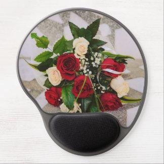 Ramo de los rosas blancos y rojos alfombrillas con gel