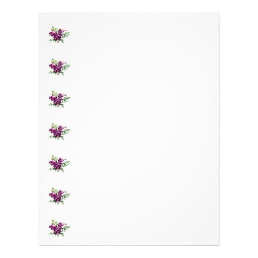 Ramo de orquídeas púrpuras con los helechos tarjeton