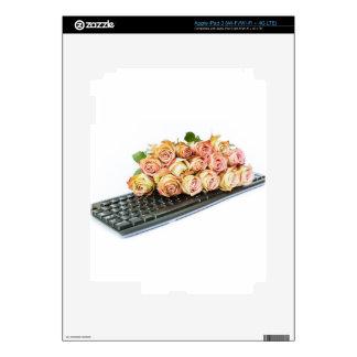Ramo de rosas rosados en el teclado pegatina skin para iPad 3