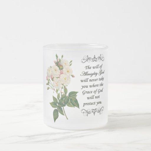 Ramo de taza hermosa de los rosas blancos