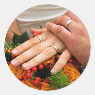 Ramo del boda y anillos novia y pegatinas del pegatina redonda