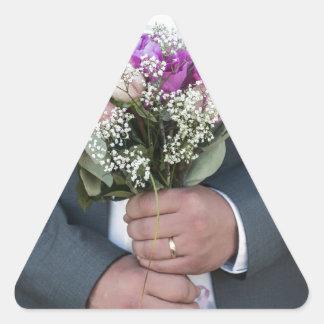 Ramo del novio y de su novia pegatina triangular