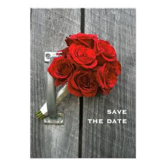 Ramo del rosa rojo y reserva del boda de Barnwood Comunicados Personalizados
