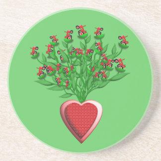 Ramo del tractor con el florero rojo del corazón posavasos diseño