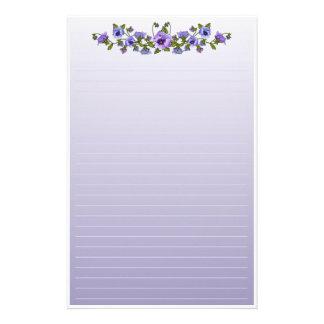 Ramo floral de los pensamientos púrpuras  papeleria de diseño