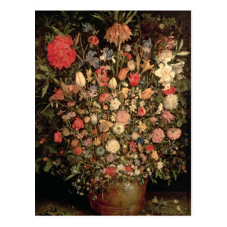 Ramo grande de flores en una tina de madera postal