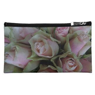 Ramo hermoso de rosas rosados, bolso de la flor