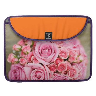 Ramo nupcial de los rosas rosados funda macbook pro