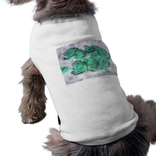 Ramo que frecuenta de rosas teñidos verdes playera sin mangas para perro
