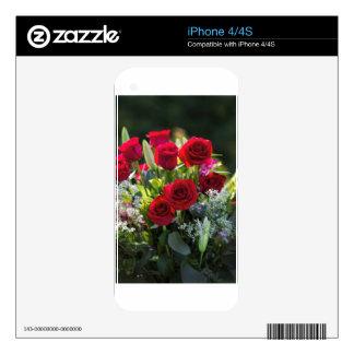 Ramo romántico brillante del rosa rojo iPhone 4S skin