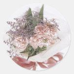 Ramo rosado delicado de la flor etiqueta redonda