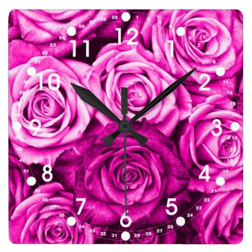 Ramo rosado magenta bonito de la flor de los rosas reloj cuadrado