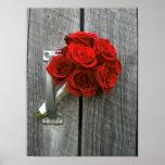 Ramo y Barnwood del rosa rojo Poster