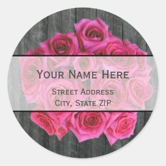 Ramo y etiqueta de dirección subiós rosas fuertes