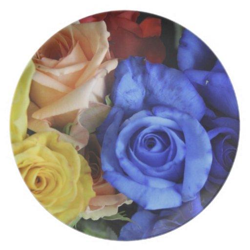 Ramos clasificados del rosa fresco plato de cena