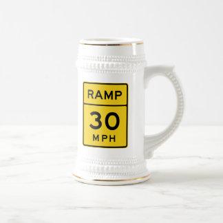 Rampa muestra de 30 MPH Jarra De Cerveza