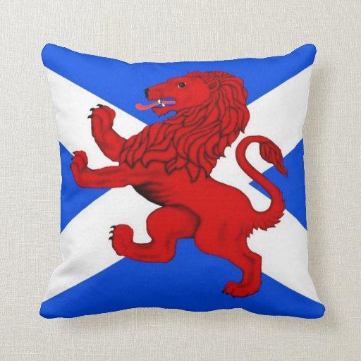 Rampant lion / Scotland's flag Throw Pillow