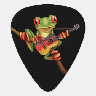 Rana arbórea que juega negro alemán de la guitarra púa de guitarra
