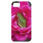 Rana arbórea que oculta en rosa iPhone 5 Case-Mate carcasas