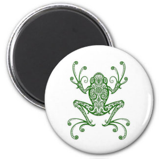 Rana arbórea verde compleja en blanco imán