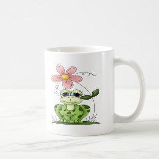 Rana con la flor taza básica blanca