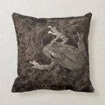 rana dejada en tono de la sepia del musgo almohadas