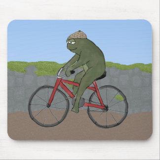Rana del caballero en una bicicleta Mousepad Alfombrillas De Ratón