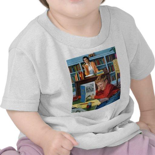 Rana en la biblioteca camisetas