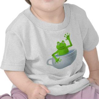 Rana inesperada divertida en mi taza de té camisetas