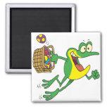 rana linda del froggy de pascua con la cesta del h imán para frigorifico