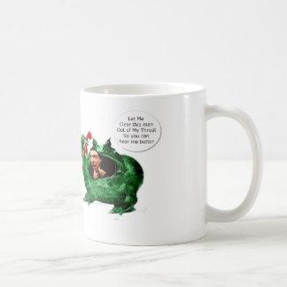 Rana que despeja su garganta taza de café