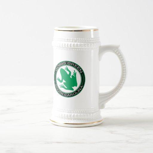 Rana verde de Carolina del Sur que va Jarra De Cerveza