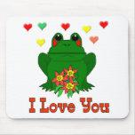 Rana verde del el día de San Valentín Alfombrillas De Ratones