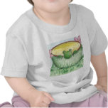 Rana verde mágica de la taza camisetas