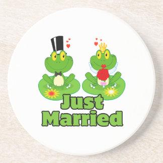 ranas casadas del froggy apenas de novia y del posavasos diseño