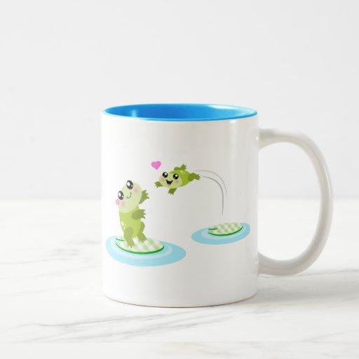 Ranas lindas - mamá del kawaii y dibujo animado de tazas de café