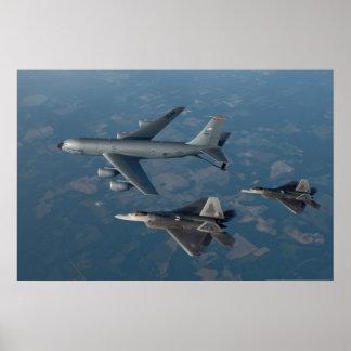 Rapaces F-22 y KC-135 Stratotanker Póster