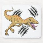 Rapaz del dinosaurio que rasga el cojín de ratón d tapetes de ratón